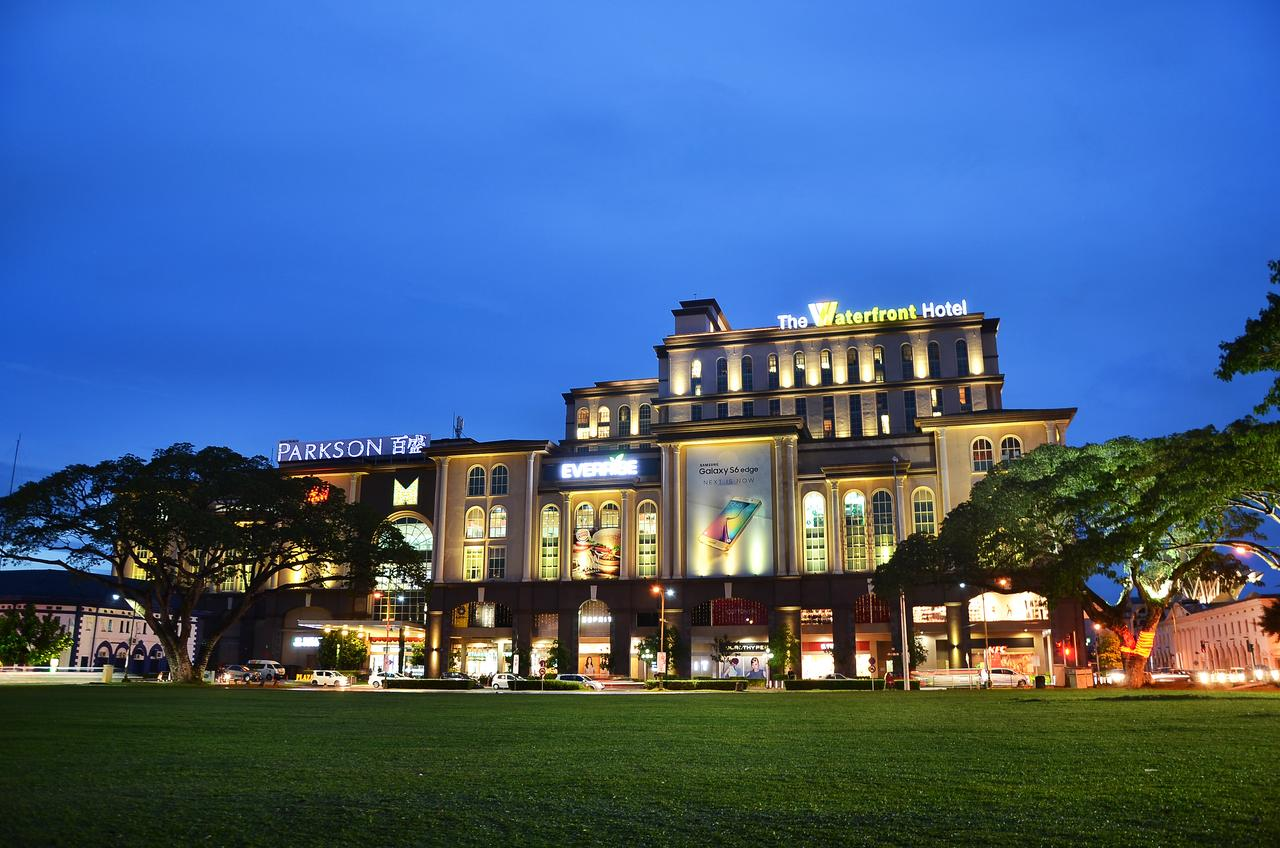 The waterfront hotel kuching